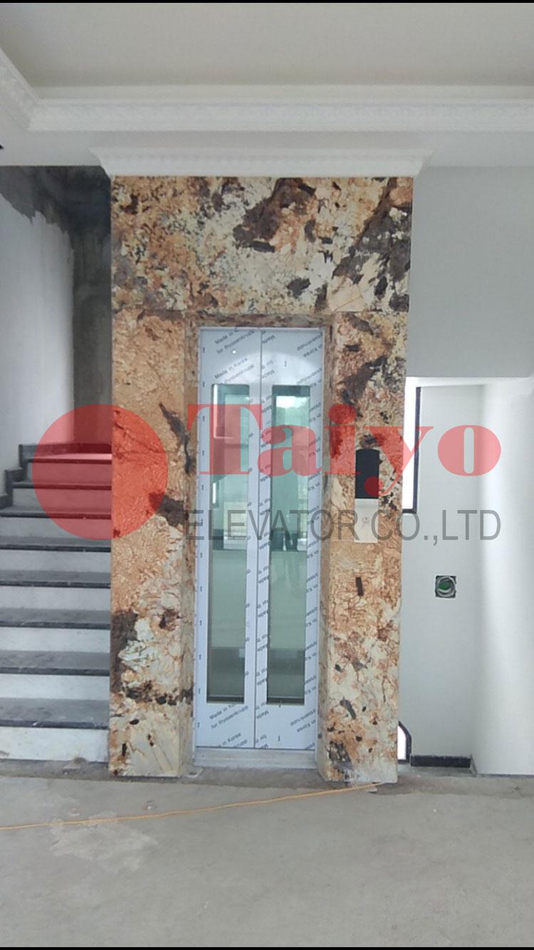Cửa tầng bằng kính ốp đá