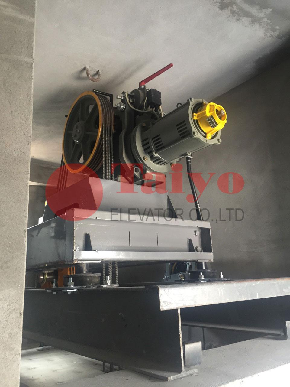 Động cơ máy kéo có hộp số Mitsubishi