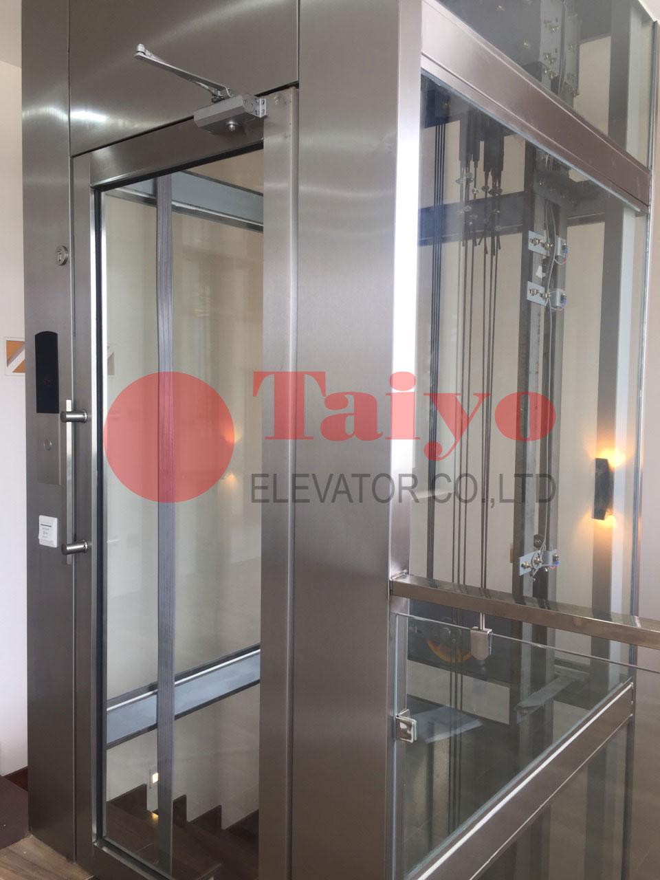 Cửa thang mở tay thang máy gia đình home lift